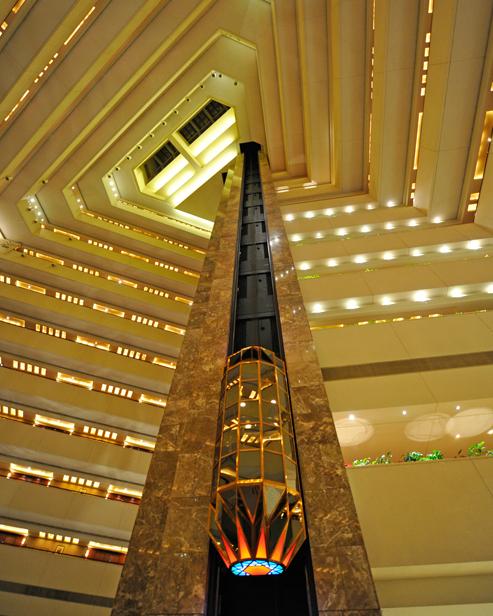 آلة لمشاهدة معالم المدينة مصعد
